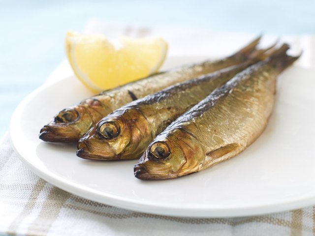 Cooked sardines with lemon