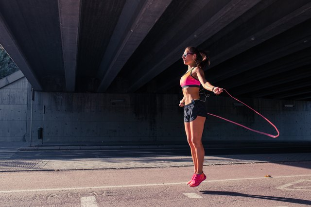 Alternate strength training exercises with cardio movements like the jump rope.