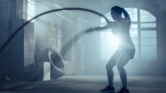 If you kneel while slamming battle ropes there's no pressure on your foot.