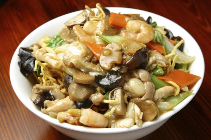Calories in a Pint of Vegetable Lo Mein | LIVESTRONG.COM