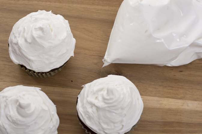 How to Frost Cupcakes With a Ziploc Bag