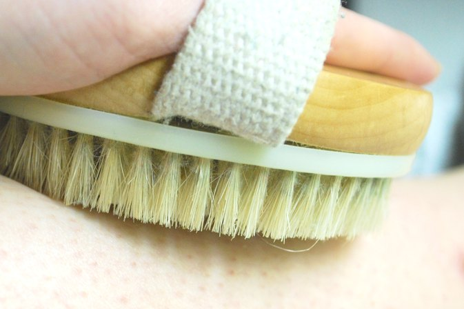 How to Dry Brush Cellulite