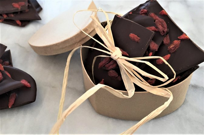 How to Make Super Easy Dark Chocolate Goji Berry Bark