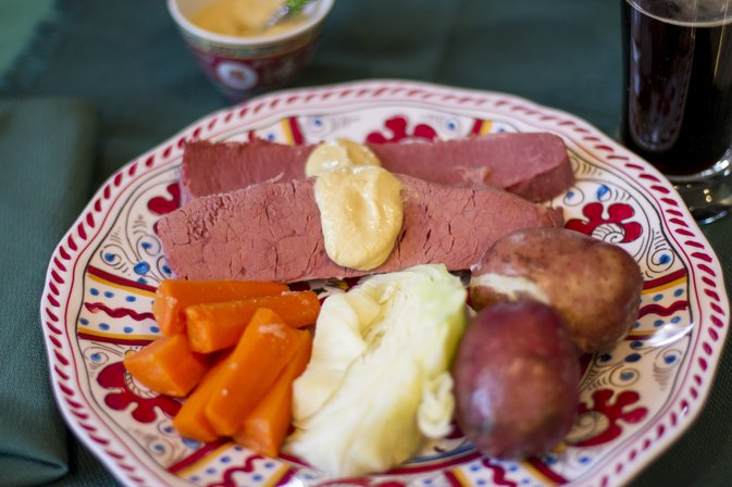 How to Cook 2 Lb. of Corned Beef Brisket in a Crock-Pot