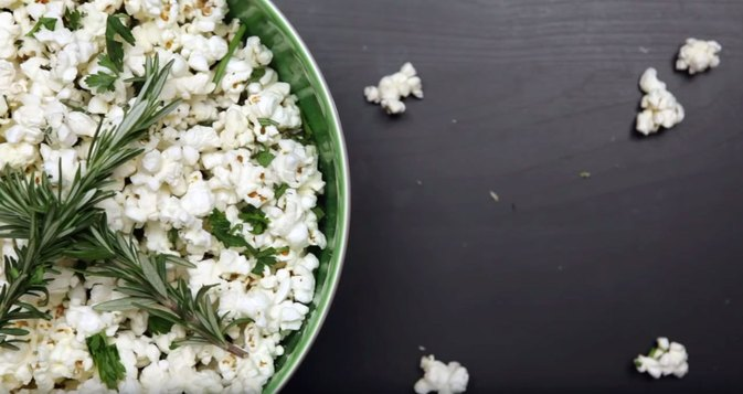 How to Make Homemade Herb and Lemon Popcorn
