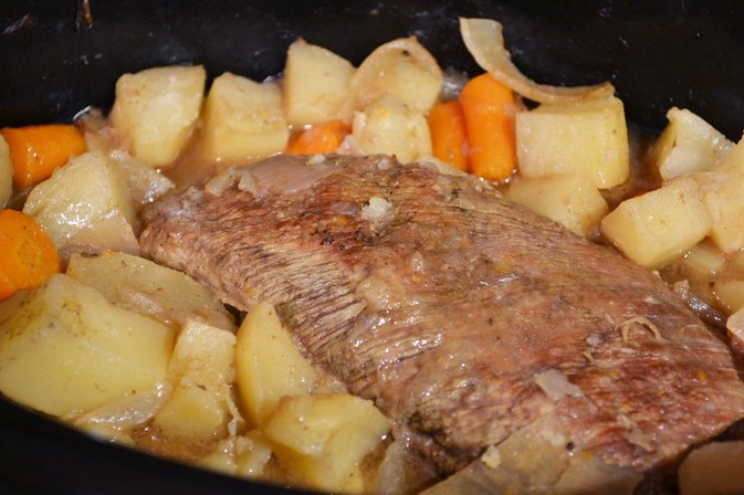 How to Cook a 3-lb. Roast of Beef in a Slow Cooker