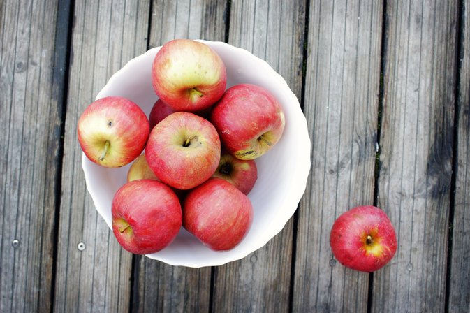 Think Washing Your Apple Gets It Clean? Think Again