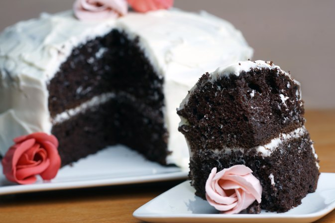 How to Add Pudding to a Packaged Cake Mix