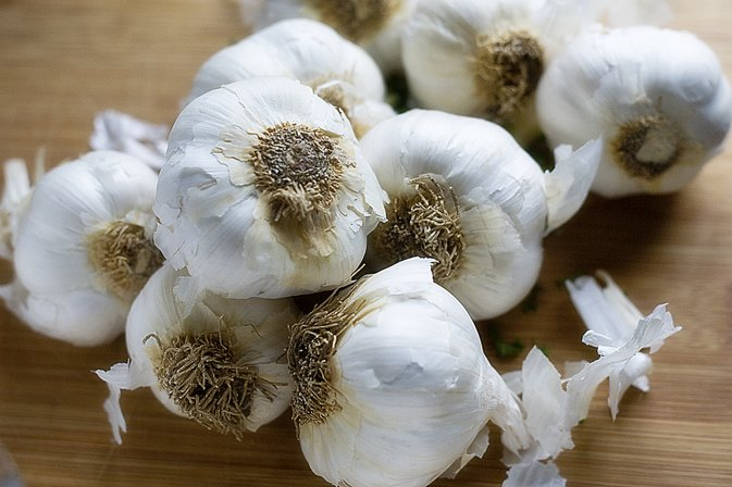 How to Eat Raw Garlic & Not Have Garlic Breath