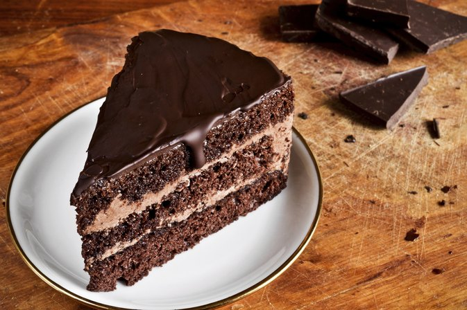 How to Bake a Light and Fluffy Chocolate Cake Without Oil or Butter