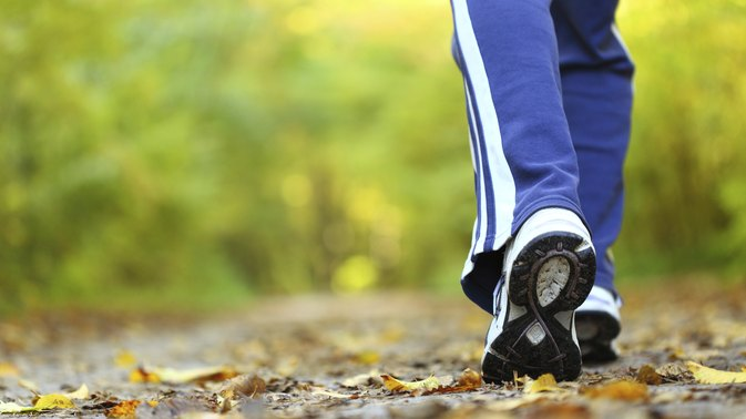 How Many Calories Does One Hour of Power Walking & Jogging Burn?