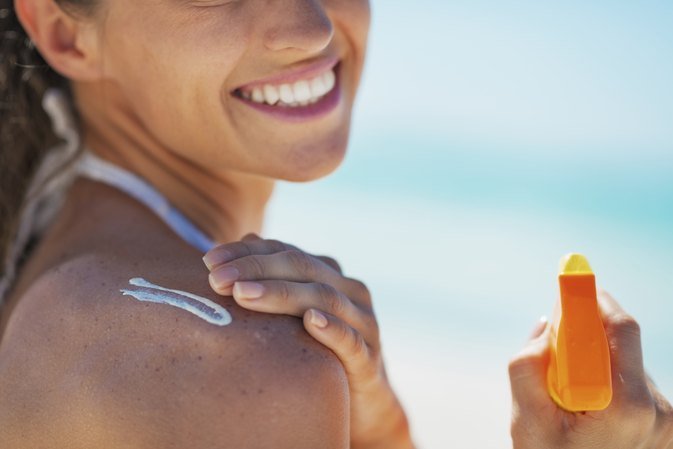 How to Remove Blotches Caused by Tanning Lotion