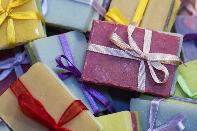 How to Make Homemade Soap From Olive Oil, Coconut Oil & Palm Oil