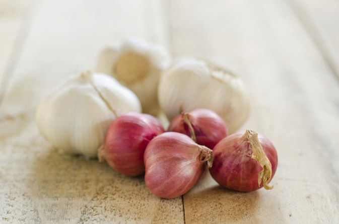 Am I Allergic to Onions & Garlic if I Am Allergic to Sulfa Antibiotics?
