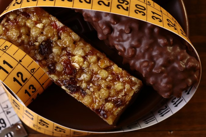 How to Lose Weight by Eating Energy Bars