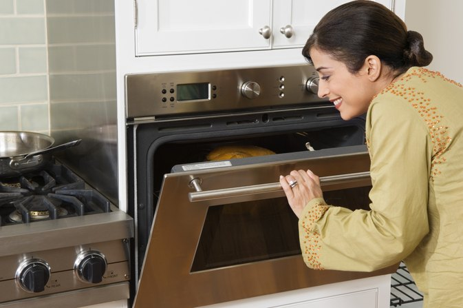 How To Bake A Cake Using A Gas Cooker