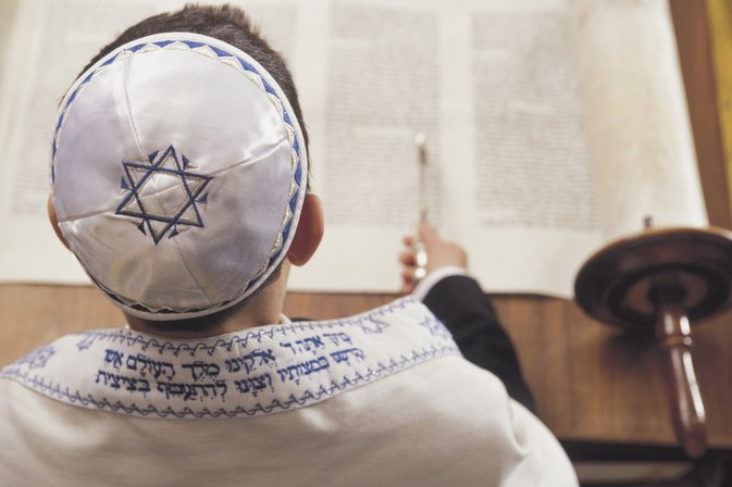 What Is the Traditional Dress Color for a Bar Mitzvah?