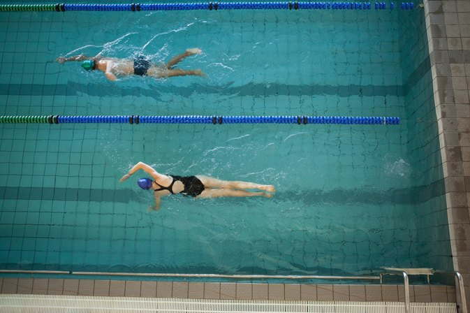 How to Locate Fitness Clubs With Pools