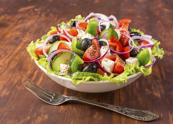 Calories in a Greek Salad With No Dressing