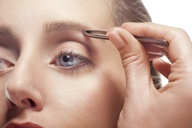 How to Tweeze Eyebrows Without Pain