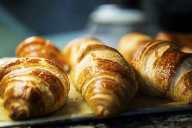What Is the Best Way to Toast Croissants for a Sandwich?