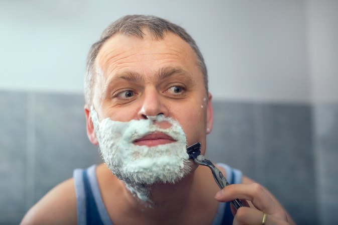 How Can Men Avoid Itchy & Dry Skin After Shaving Their Faces?