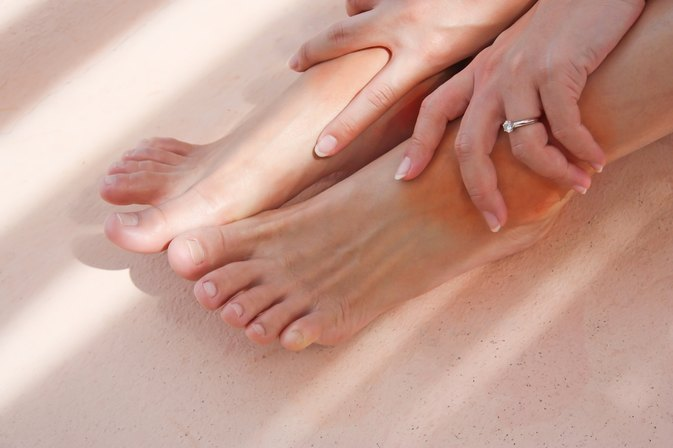 How to Relieve Legs That Are Retaining Water