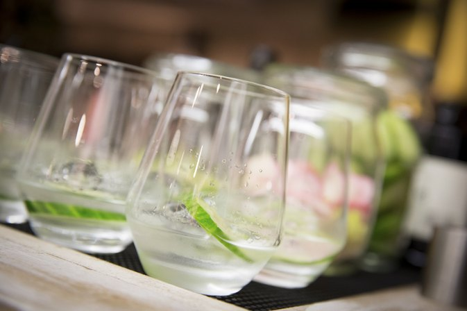 How Many Calories Are in Gin & Diet Tonic?