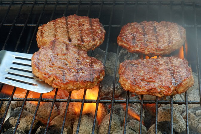 How to Grill Burgers at the Proper Temperature