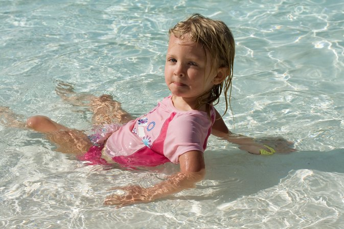 How to Swim With Toddlers With a Cold and Cough
