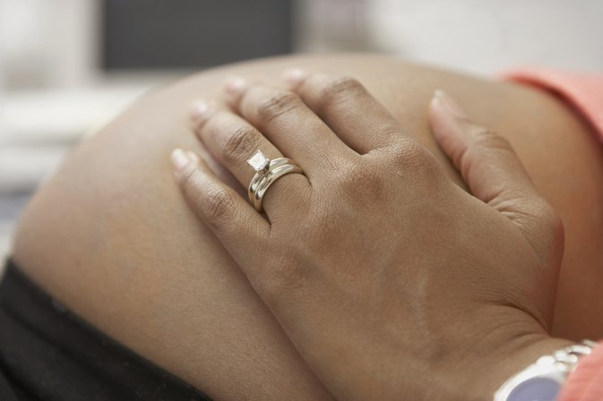 Hot Flashes & Feeling Faint While Pregnant | LIVESTRONG.COM