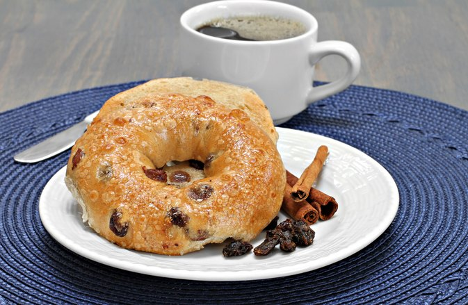 What Are the Health Benefits of Cinnamon Raisin Bagels?