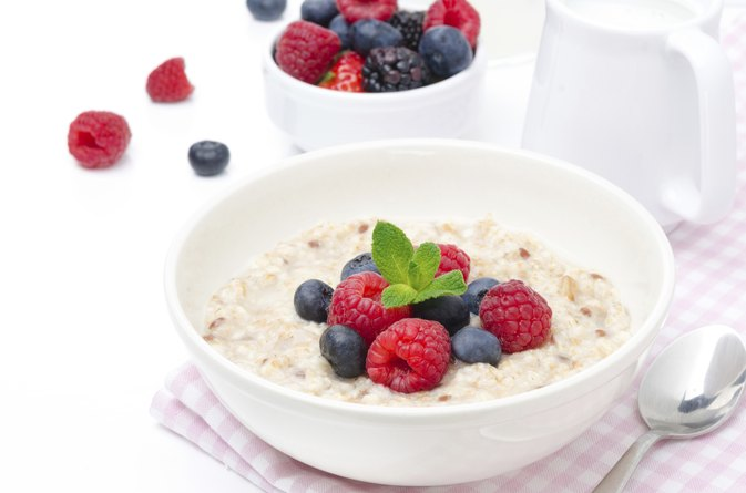 How to Lose 5 Pounds Eating Yogurt and Oatmeal Twice a Day