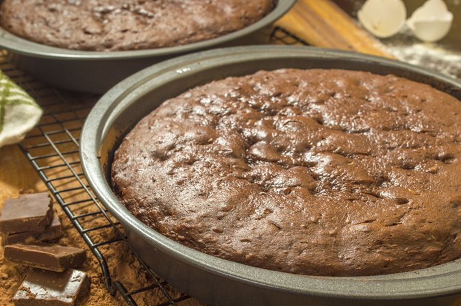How to Prevent a Cake From Rising & Cracking in the Middle While Baking