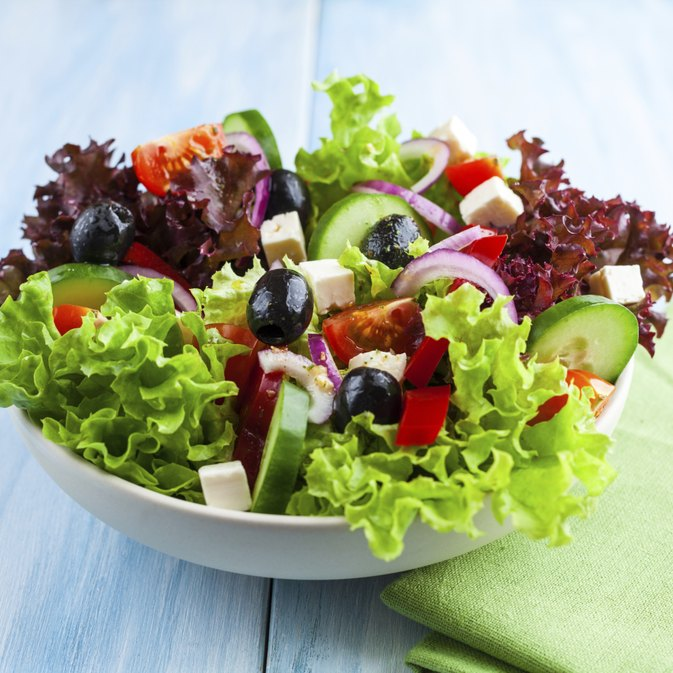 How Much Weight Can You Lose by Drinking Water & Eating Salads?