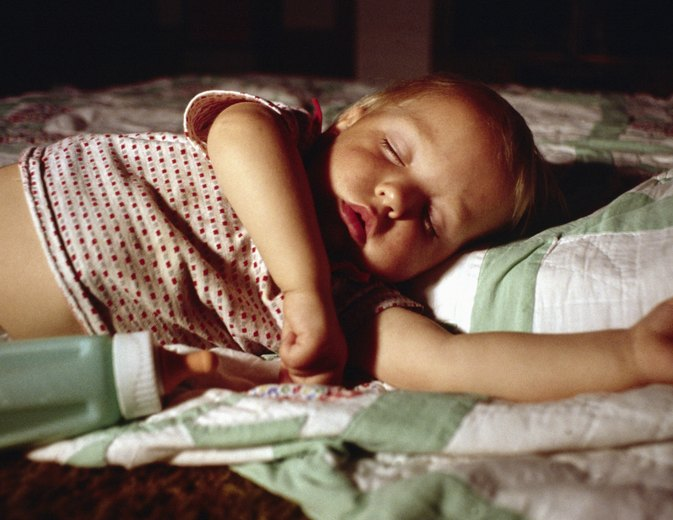 What Should a Toddler Wear to Bed When It's Hot?