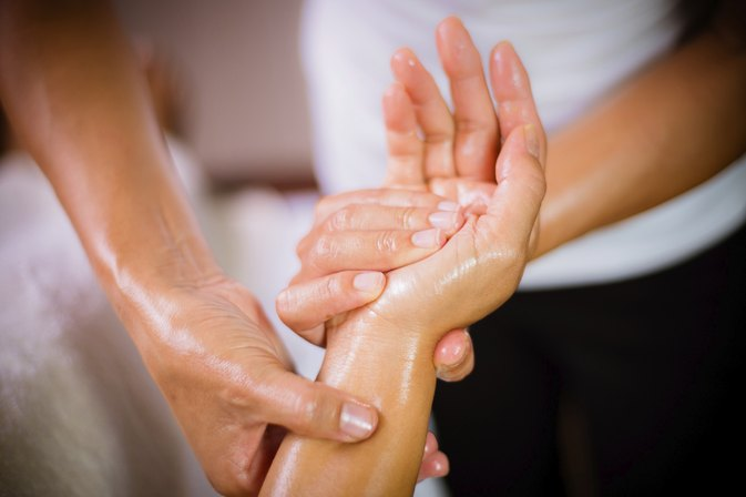 What Are the Benefits of a Hand Massage?
