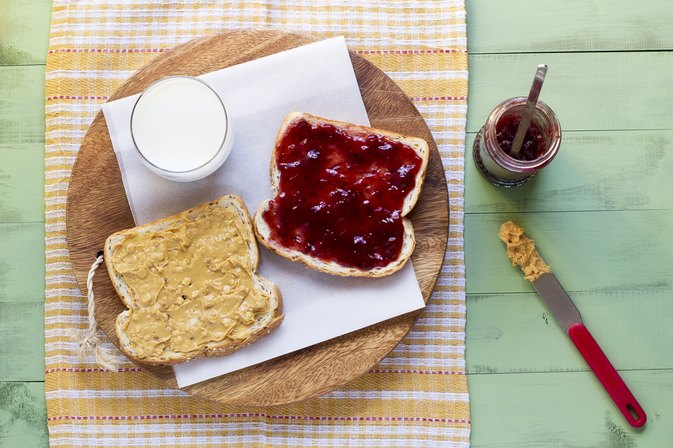 What Are the Health Benefits of Peanut Butter & Jelly?