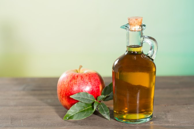 How to Use Vinegar to Remove Product Residue from Hair