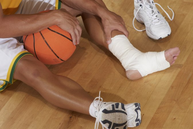 Strained Achilles Tendon Ice Vs. Heat Therapy