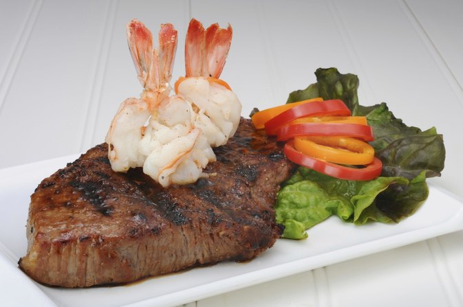 How to Cook Steak & Shrimp in a Skillet