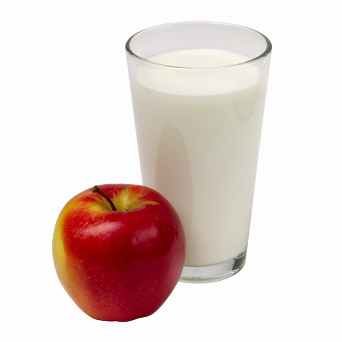 Can Milk & an Apple Lower High Blood Sugar?