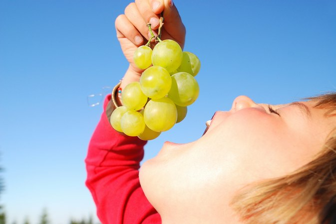 Nutritional Value of Grapes for Kids