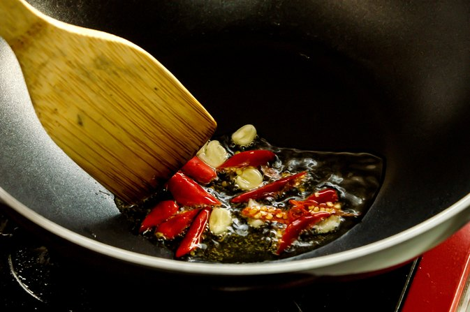 What Are the Dangers of Heating Cooking Oil?