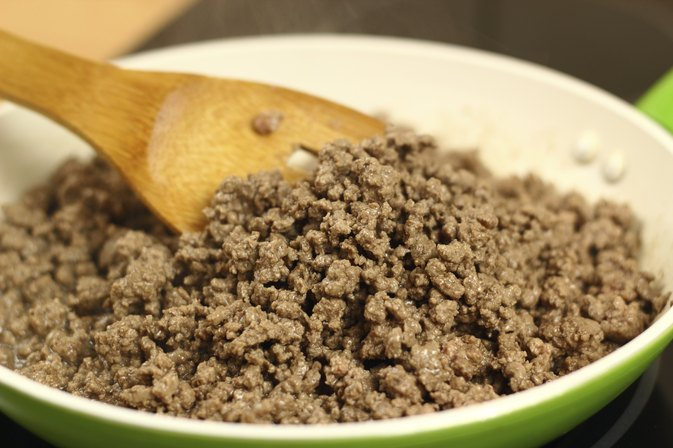 What Is the Difference Between Ground Chuck & 80% Lean Ground Beef?
