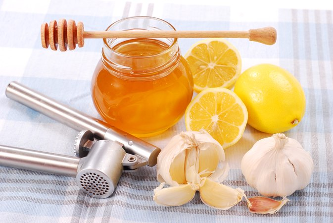 Cold Remedies Using Garlic and Honey