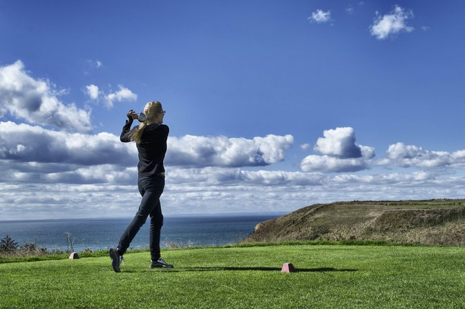Golf Swing Tips for Keeping Your Head Behind the Ball