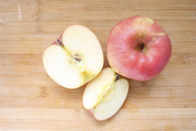How Many Calories are in a Pink Lady Apple?