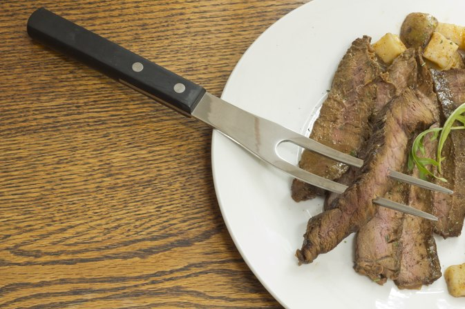 How to Cook a Strip Pepper Steak in the Puerto Rican Style
