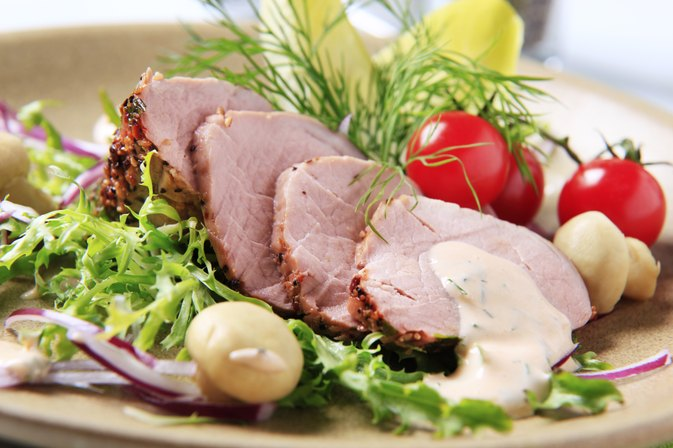 How to Cook a Pork Loin Roast With Olive Oil in Aluminum Foil